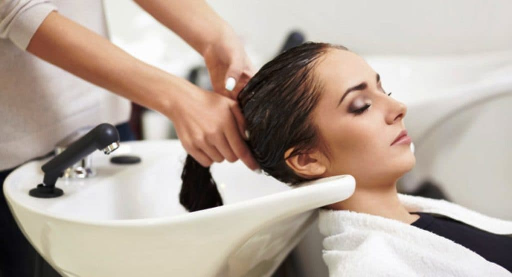 Парикмахерские мойки - Washing your Hair in the Hair Salon can be Very Dangerous 1024x555